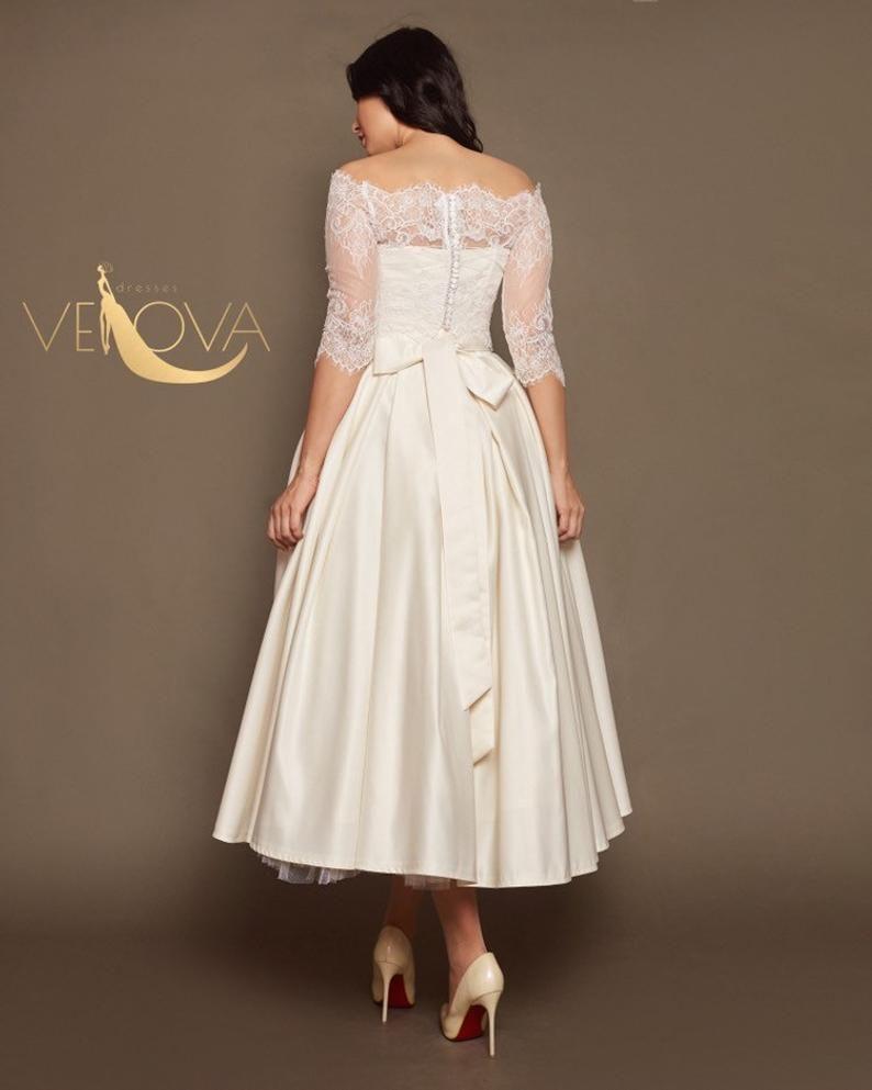Vintage Wedding Dress Short Etsy In 2021 Short Wedding Dress Short Lace Wedding Dress Tea Length Wedding Dress [ 993 x 794 Pixel ]