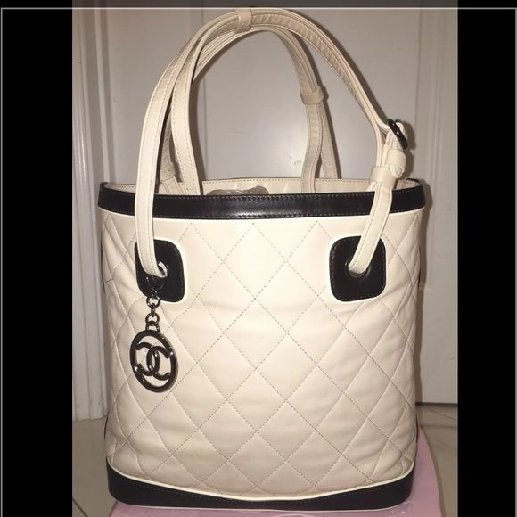 eb395f144d54f AUTH CHANEL Petite Quilted Lambskin Bucket Bag CHANEL Quilted Leather Bucket  Style Tote Handbag BAG.