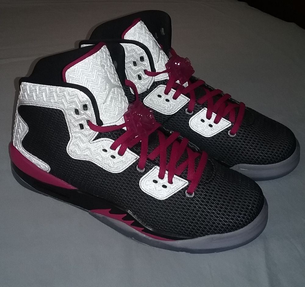 competitive price 391eb 69a16 GIRLS/WOMENS JORDAN SPIKE 40 Basketball Shoes Youth Size 7.5 ...