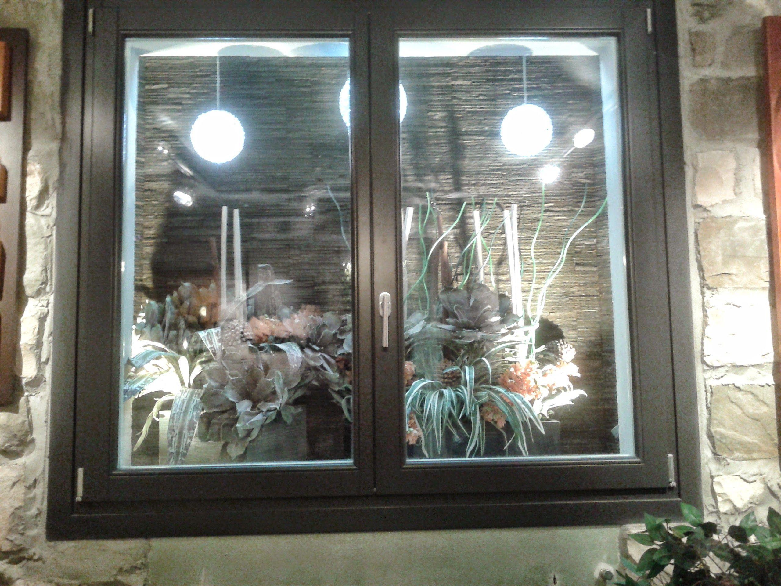 Una particolare bocca di lupo illuminazione led windows - Finestre a bocca di lupo ...