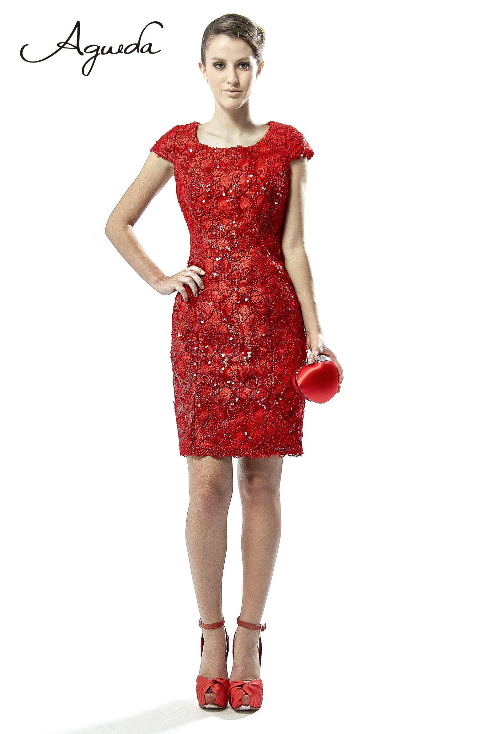 Vestido Chanel Rojo alucinante!!! al tono con accesorios y zapatos Agueda.  Encuentra este Pin y muchos más en Vestidos de Fiesta Cortos ... 62cabf8cdb7c