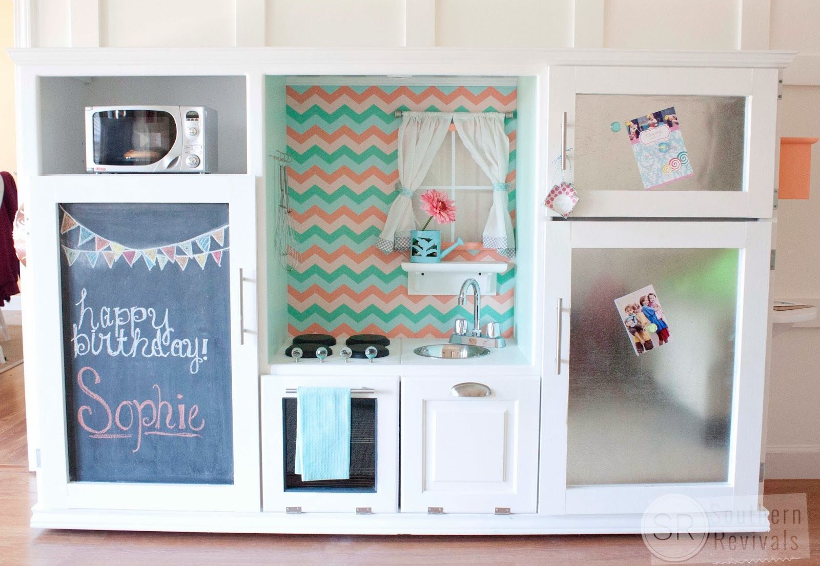 36 Completely Genius Trash-to-Treasure Crafts | Entertainment stand ...