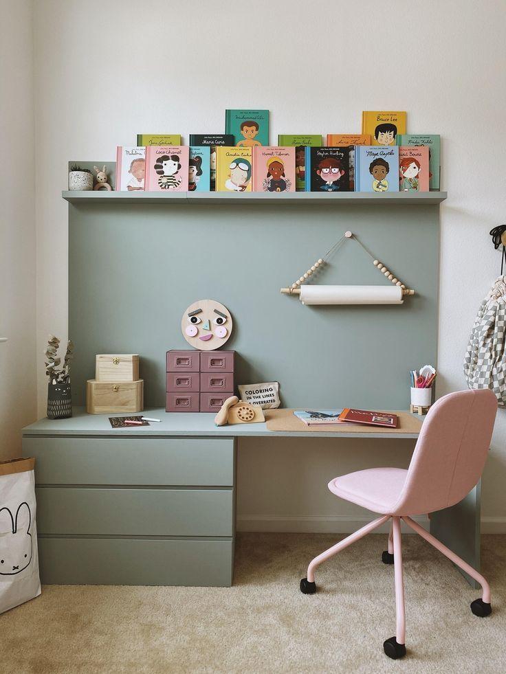 Im Zuhause von doro.em durfte ein neuer Schreibtisch ins Kinderzimmer einziehen. Diese tolle DIY-Bastelecke gefällt uns richtig gut liebe Doro! Was meint ihr?😊🌸 #kinderzimmer #schreibtisch #bastelecke #diy #COUCHstyle