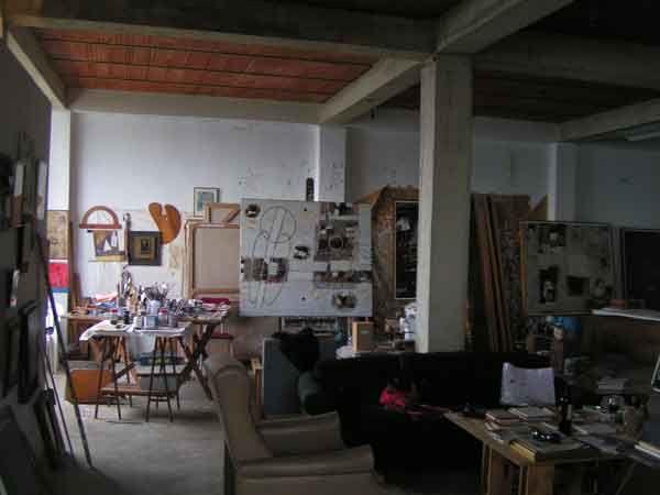 Taller del artista venezolano Manuel Quintana Castillo. Pintor, escritor y un gran conocedor del arte. Fue un promotor de jovenes artistas para ofrecerles becas para que salieran al extrasnjer.INCIBA se ocupaba de los artistas y arte en general.