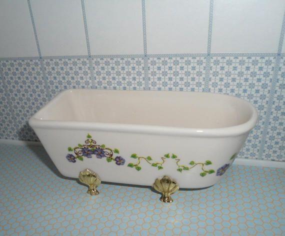Vasca da bagno in miniatura con tappettino bianco vasca da bagno bianca per casa delle bambole - Bagno in miniatura ...