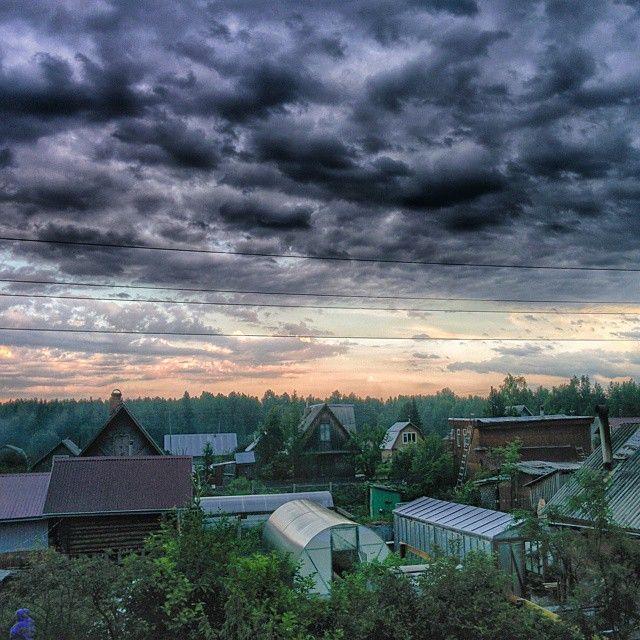 """Вечер на даче  #лемью #дача #вечер #облака #закат #Сыктывкар #Коми #evening #village #clouds #sunset #Syktyvkar #Komi"""