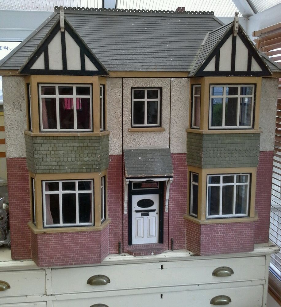 antique dolls house i dont know the maker but it has nice - Mini House Maker