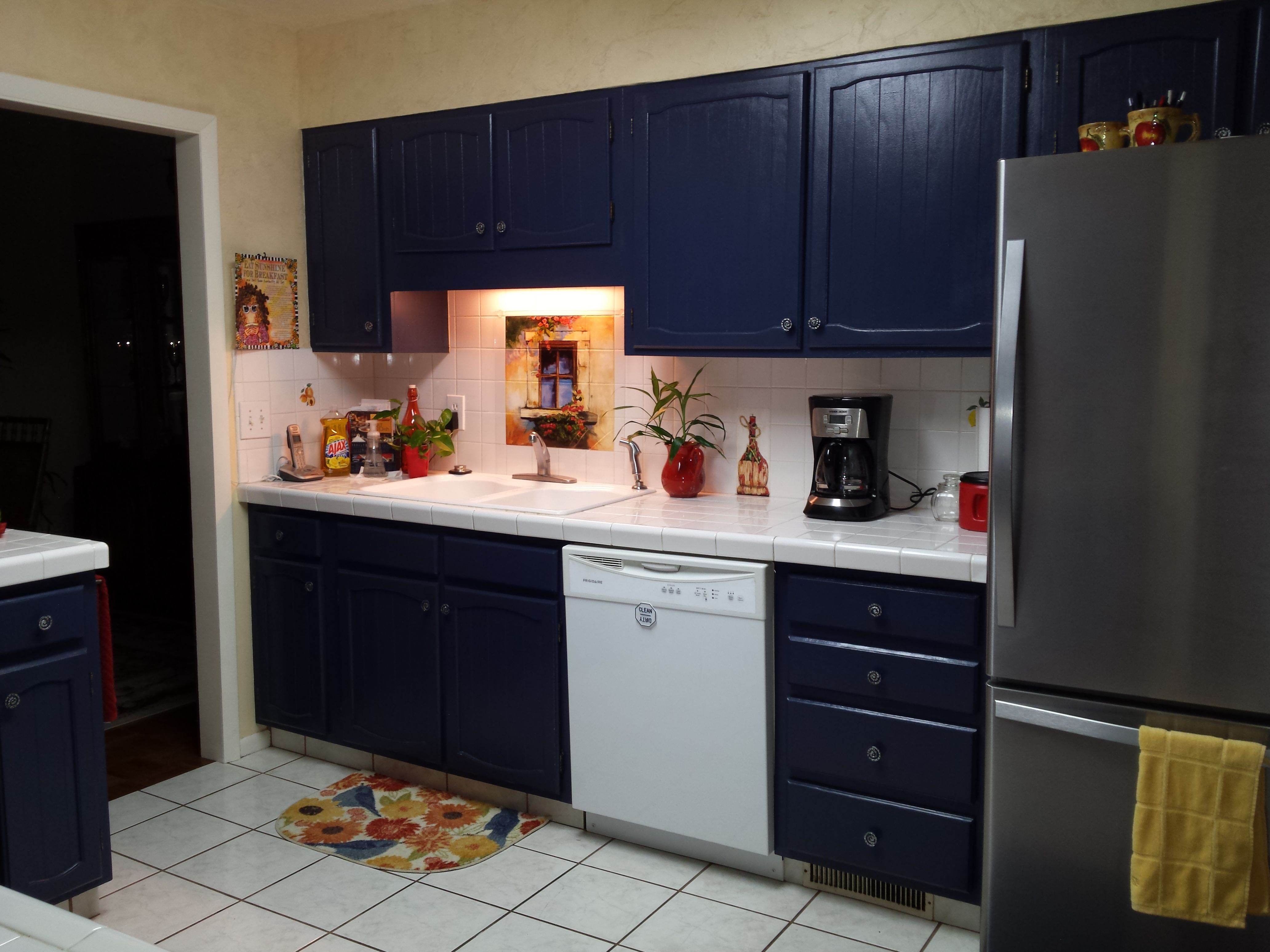 behr marquee cabinet paint bruin blog. Black Bedroom Furniture Sets. Home Design Ideas