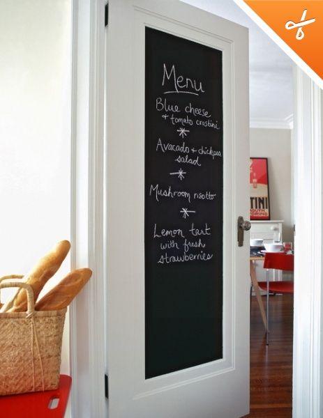 quadro negro na porta da cozinha