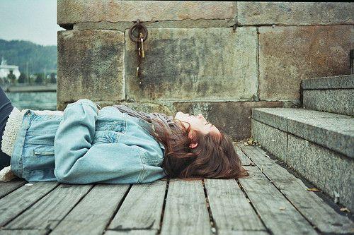 Desperté y todo seguía igual, malditos sueños. | cuentodepaapel