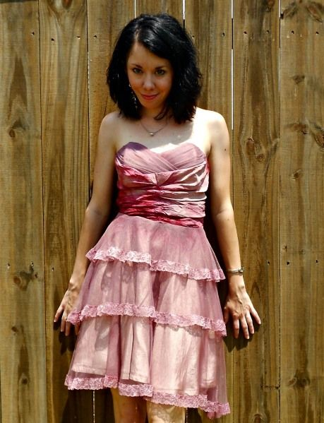 the Refasionista re-makes old dresses into totally wearable designs. See her year of new dresses for great DIY outfit ideas!