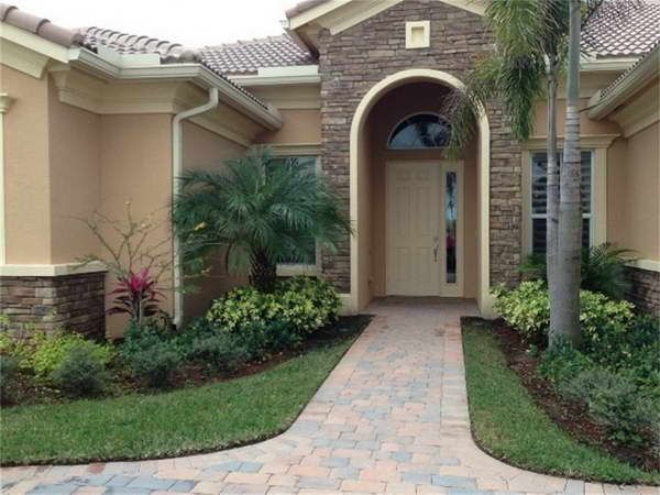 Small front yard landscape with palm trees landscaping for Garden design florida