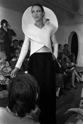 Модель на показе Pierre Cardin (1973 год)