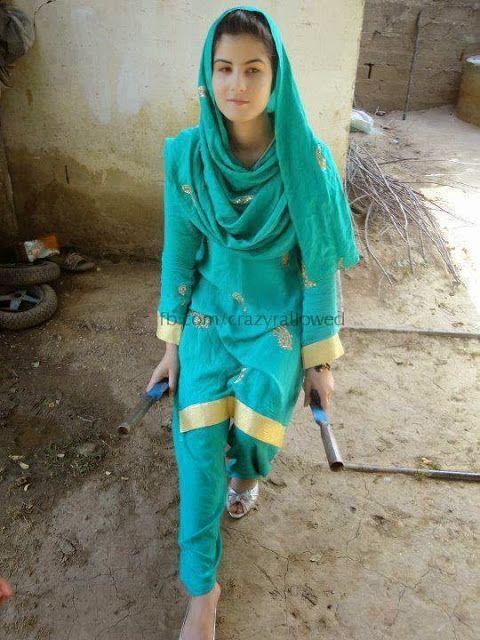 Pakistani vellage girls pic