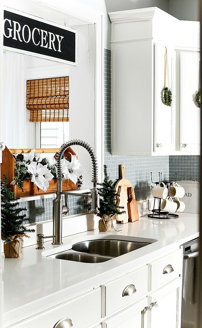 Christmas in the Kitchen with Mini Wreaths | Kitchens, Kitchen ...