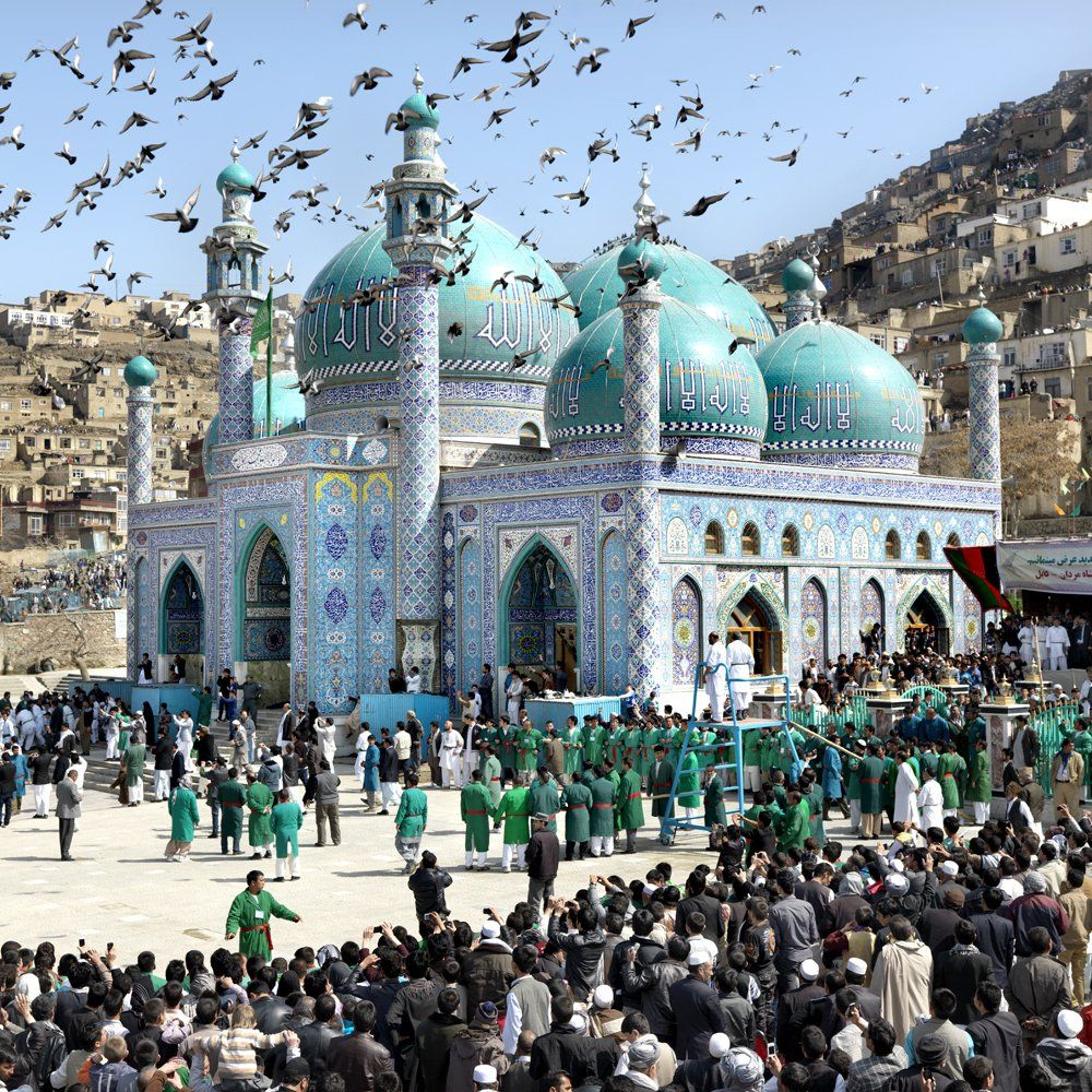 The Blue Mosque In Mazar I Sharif A City North Of Kabul Afghanistan Afghanistan Beautiful Mosques Kabul