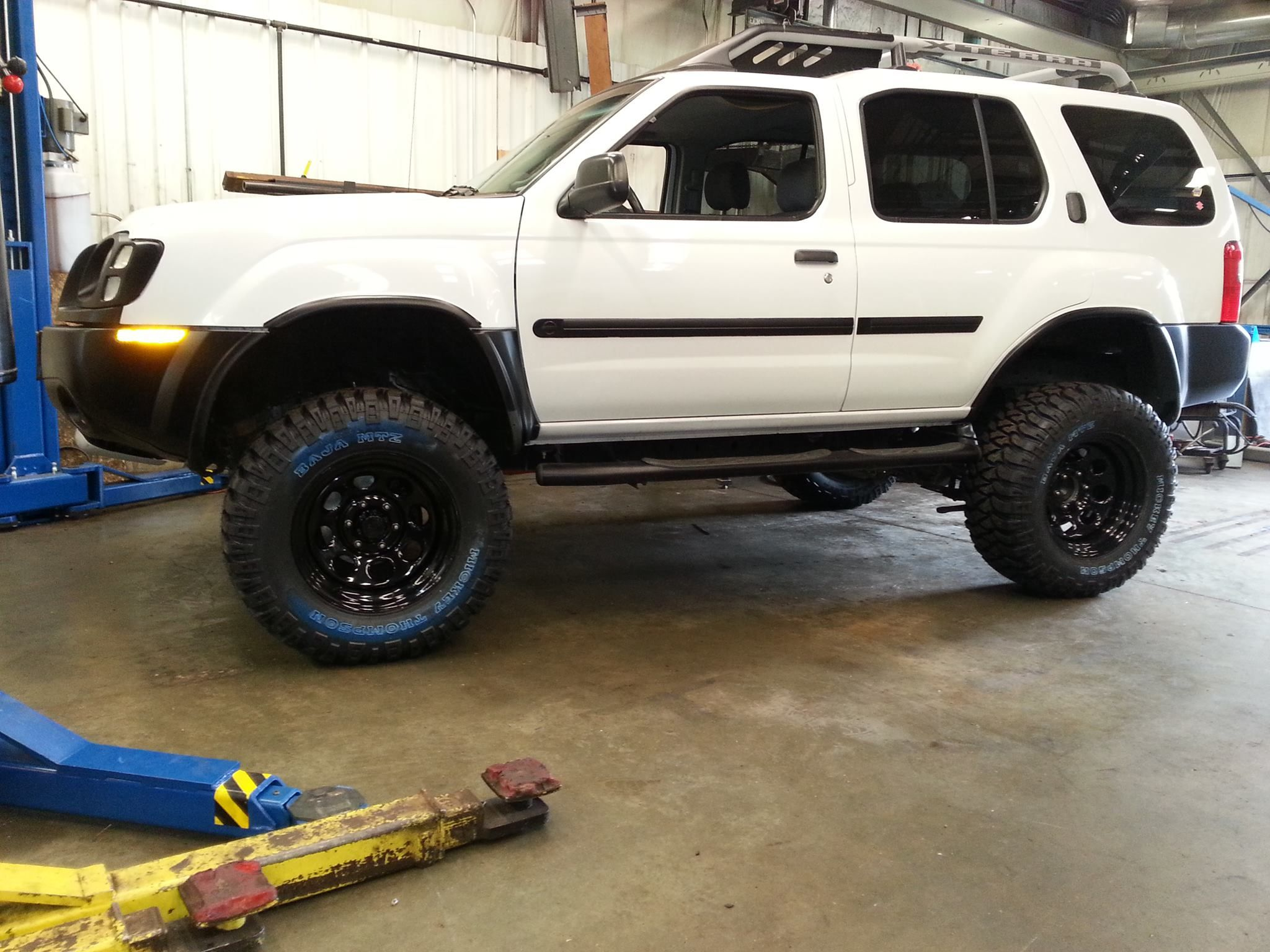 hight resolution of 02 nissan xterra with 3 suspension and 2 body lift just finished