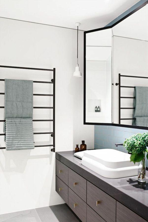 kleines bad einrichten diese badm bel d rfen nicht fehlen in 2018 freistehend wanne. Black Bedroom Furniture Sets. Home Design Ideas