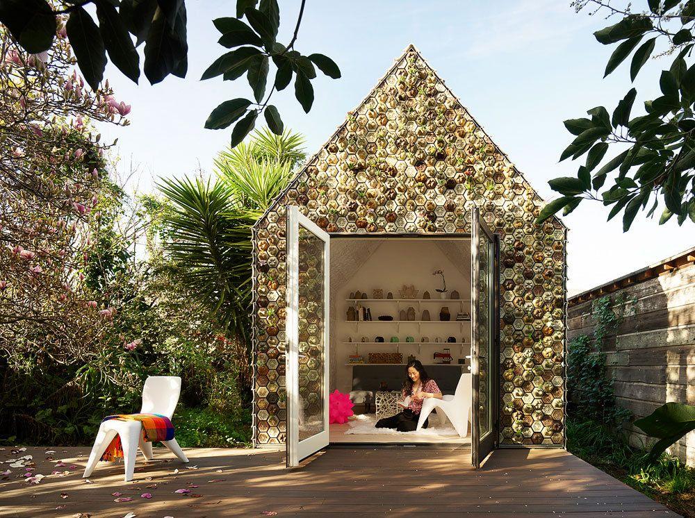 Backyard Cabin Experiments With 3D-Printed Tiles as a Facade
