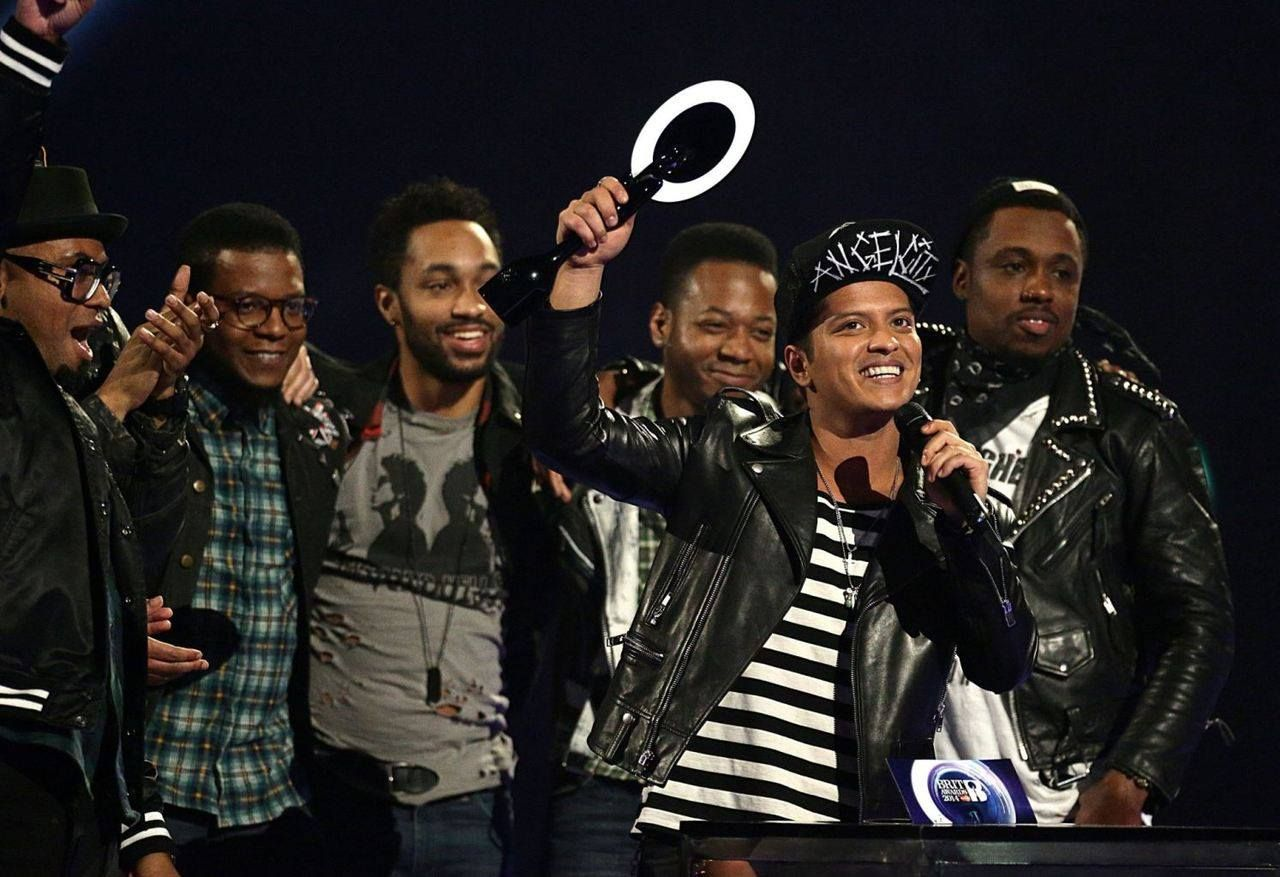 #BrunoMars #InternationalMaleSoloArtist #Hooligans en los #BritAward 19.02.2014