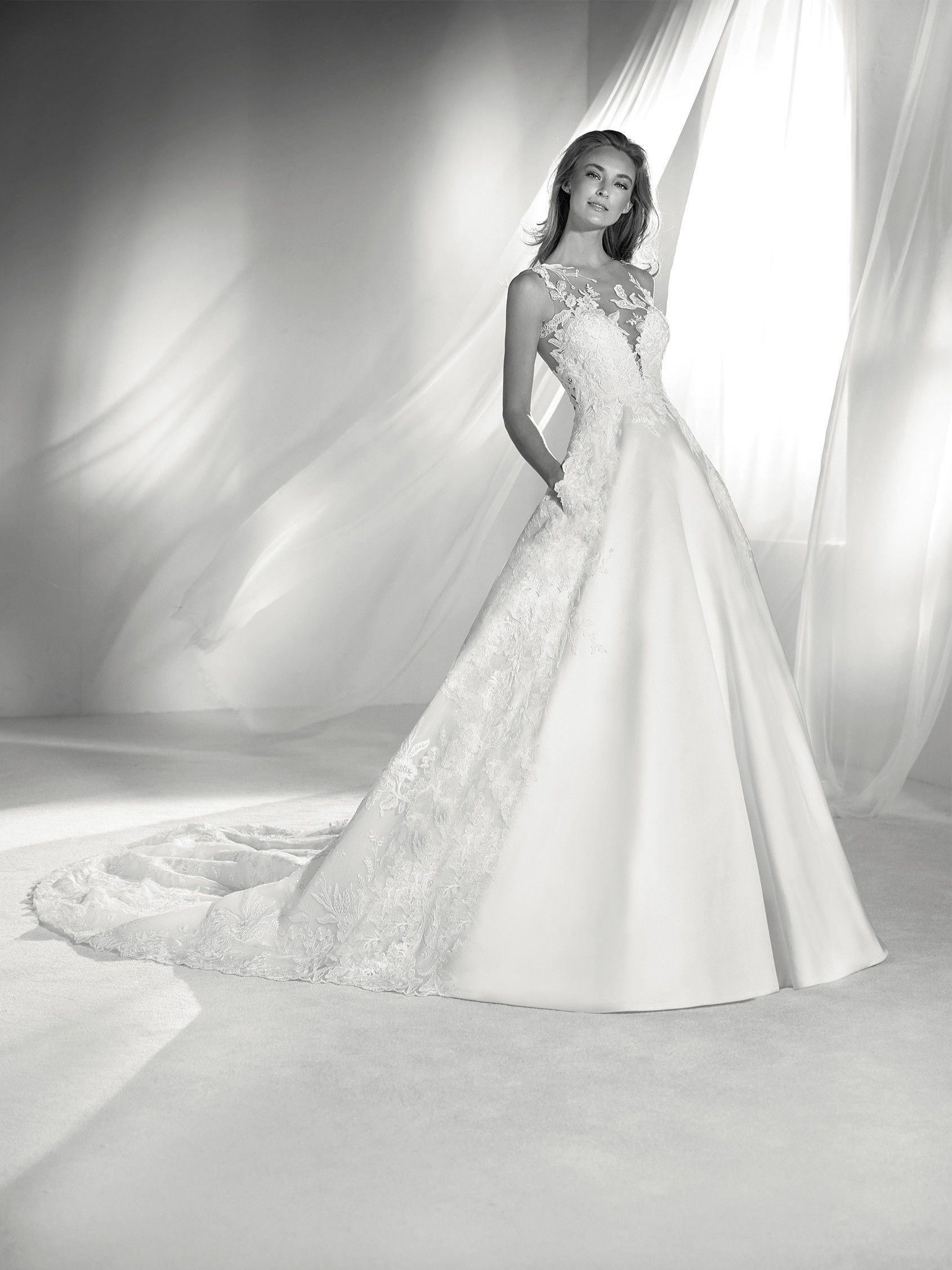 RIA: Majestic wedding dress with a voluminous skirt that contrasts ...