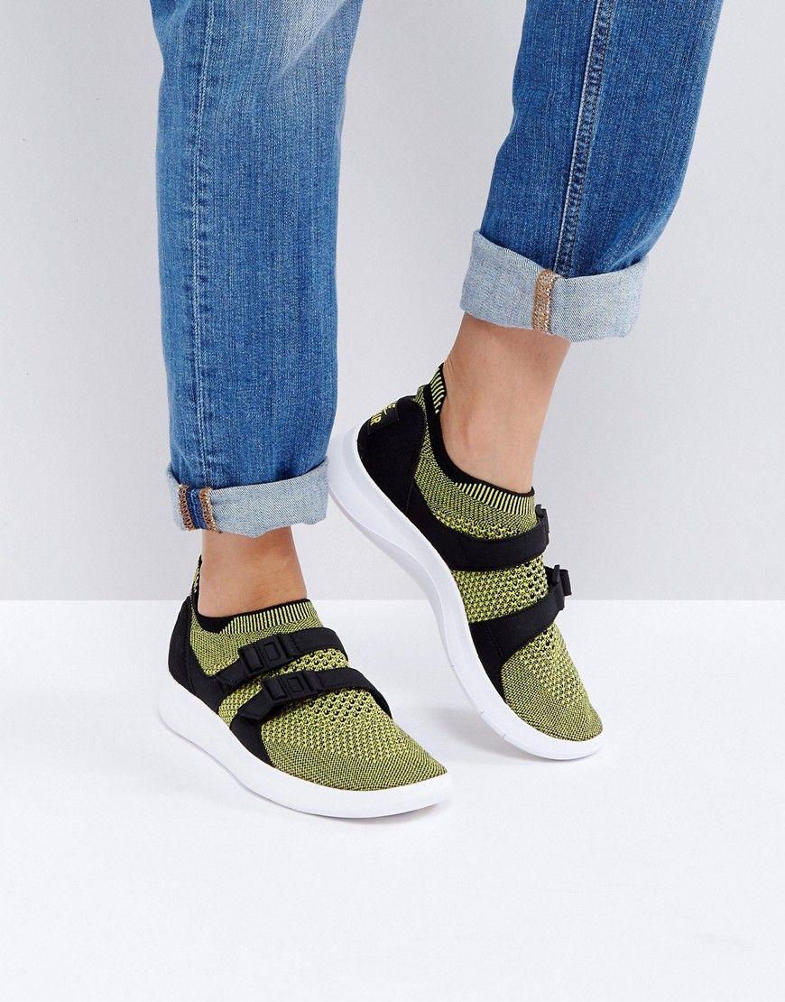 Zapatillas de deporte amarillas sin cierres con detalle tipo calcetín Racer de Nike Nike BCrEGUrQB1