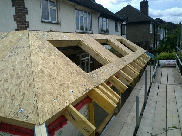 Roof tipes chalets materials buscar con google for Building a house with sip panels
