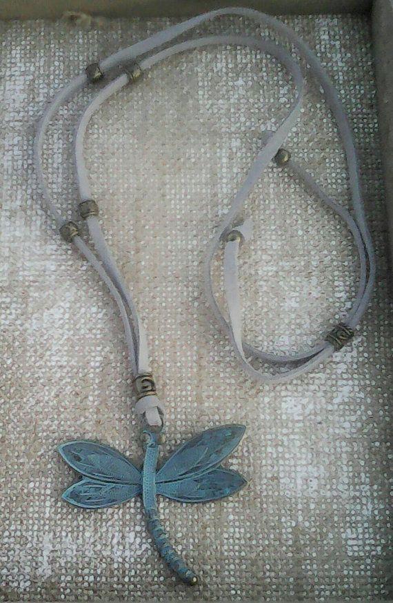 Mira este artículo en mi tienda de Etsy: https://www.etsy.com/es/listing/261665561/dragonfly-neckglace-libelula-bronce