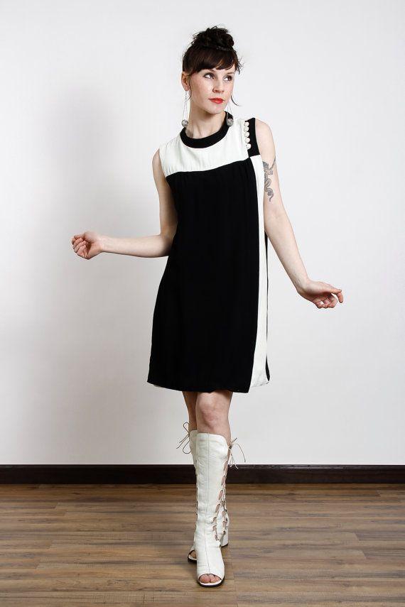 556e3571f15 1960s Mod Dress Black   White Geometric by VeraVague