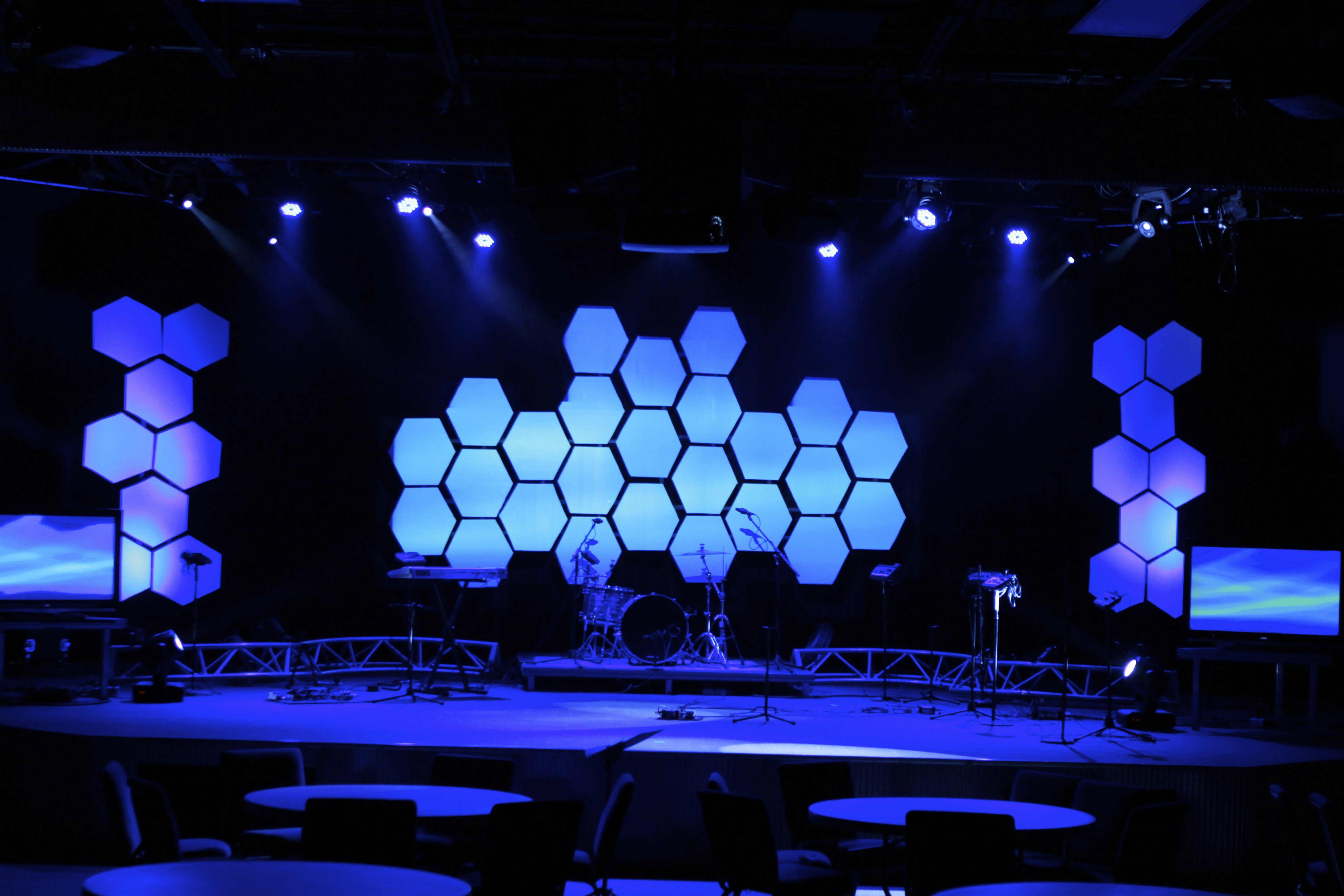 MAKING ROOM INSPIRATION - Hexagon stage design | Church | Stage ...