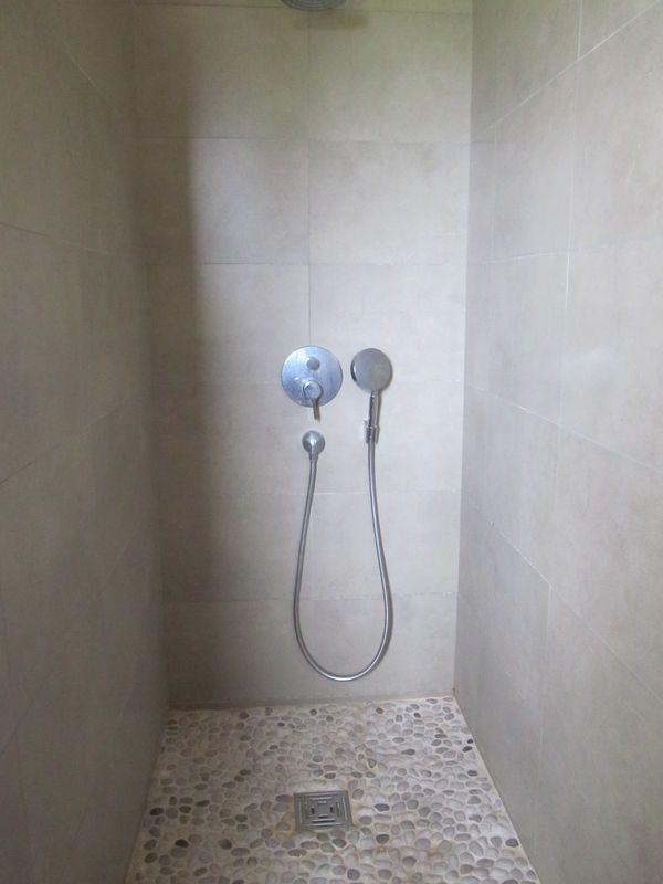 26 douche a l 39 italienne galets deco pinterest - Modele douche italienne avec galets ...