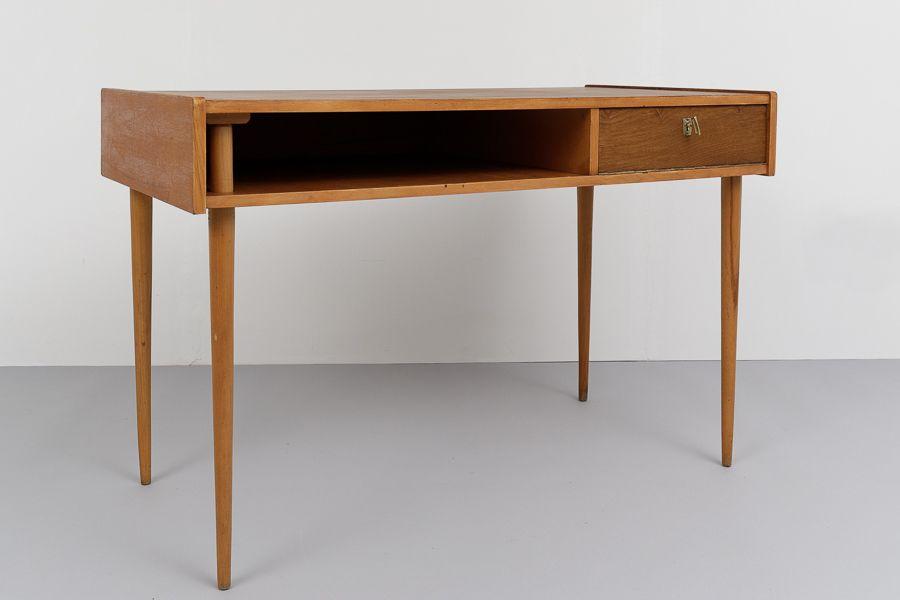 Kleiner 50er Jahre Schreibtisch Gerettet Vom Magasin In Berlin Schreibtisch Mobel Furniture Tisch