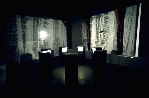 TV Circle - Judith Goddard (1987), installation of 7 monitors in 7 ...