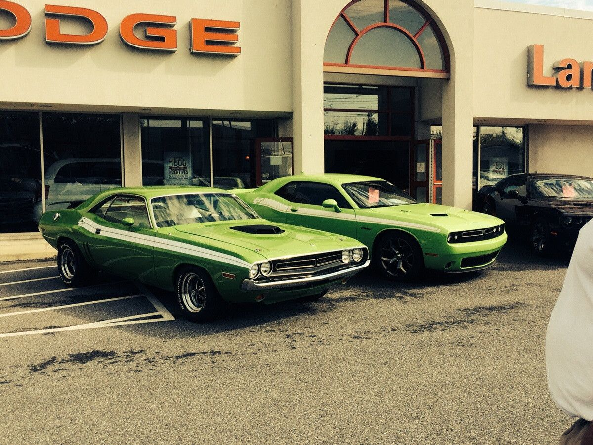 Old and New, 1971 with a 2015 Dodge Challenger (1136x640) (OC ...