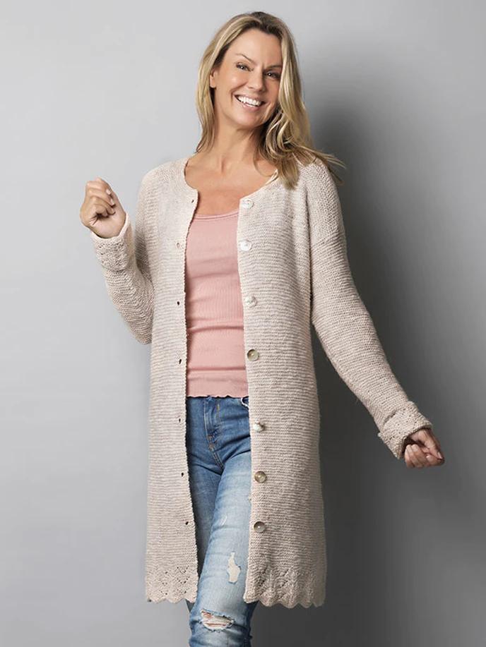Strikkeopskrift: Lang jakke med bølgekant | Familie Journal