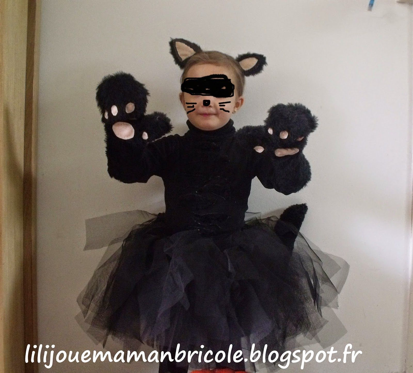 lili joue maman bricole tuto costume chat noir fille pour halloween jeux deguisement en 2018. Black Bedroom Furniture Sets. Home Design Ideas