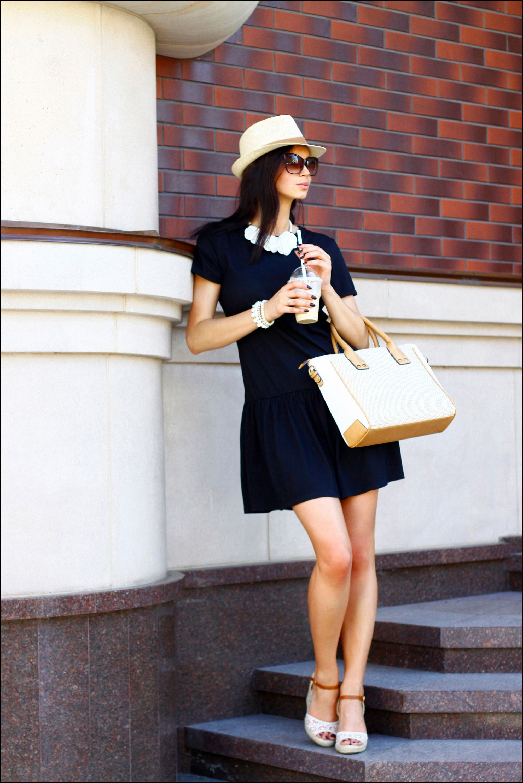 Strohhut Damen, Halskette Weiß, Shopper Tasche, Dunkelblau, Sonnenbrille,  Leute, Mode f73585c492