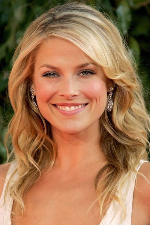 """Ali Larter From Wikipedia, the free encyclopedia. Alison Elizabeth """"Ali"""" Larter (born February 28, 1976) is an American actress best known for playing the dual roles of Niki Sanders and Tracy Strauss on the NBC science fiction drama Heroes. She also appeared in guest roles on several television shows in the 1990s. Her screen debut came in the 1999 film Varsity Blues, followed by the horror films House on Haunted Hill and Final Destination."""