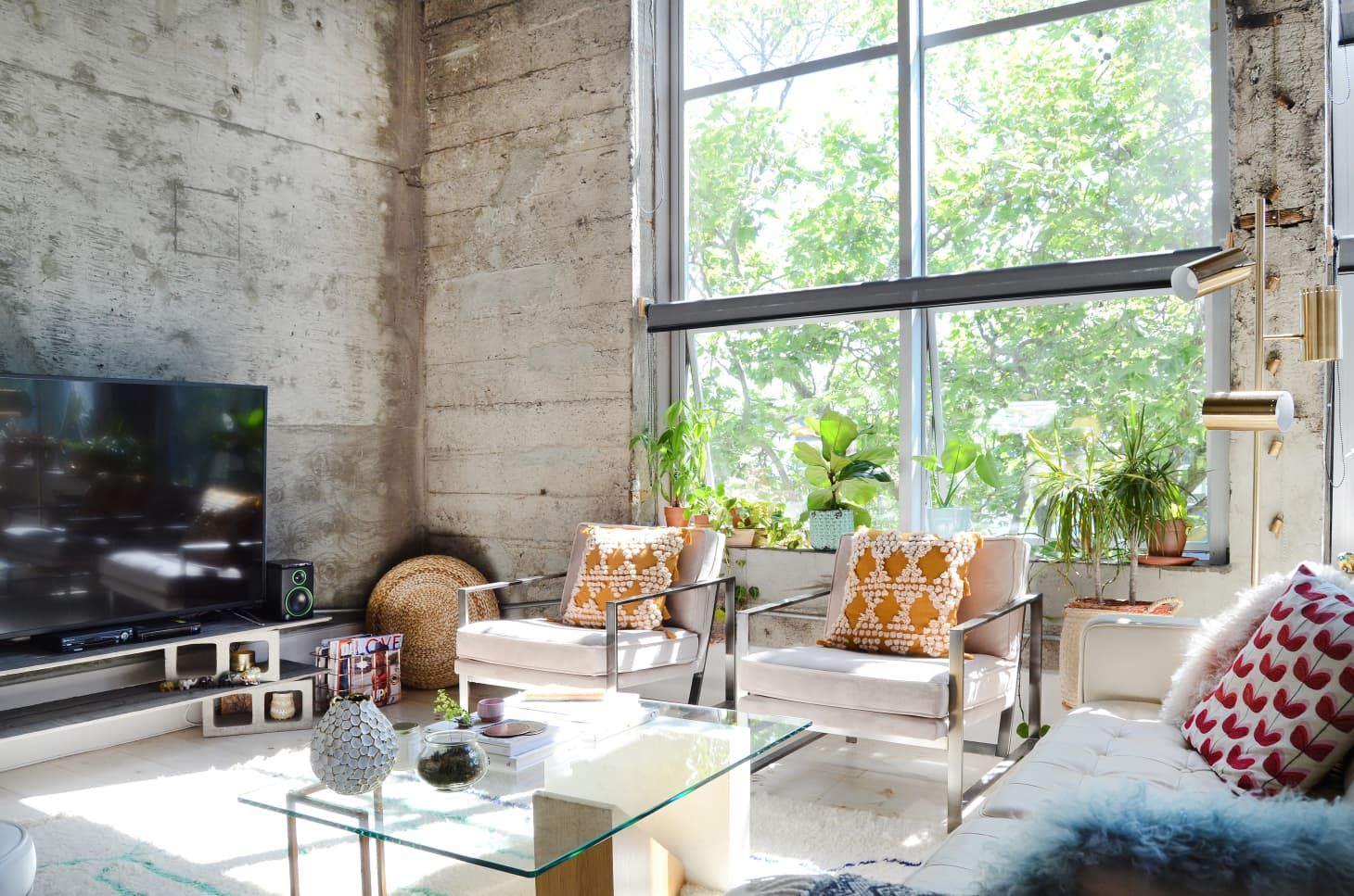 A Renter Found This Gorgeous Modern Loft In A Former Elementary School On Craigslist Modern Loft Cosy Apartment Oakland Apartment