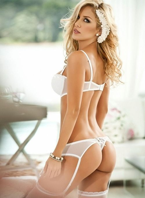 Babes with sexy asses