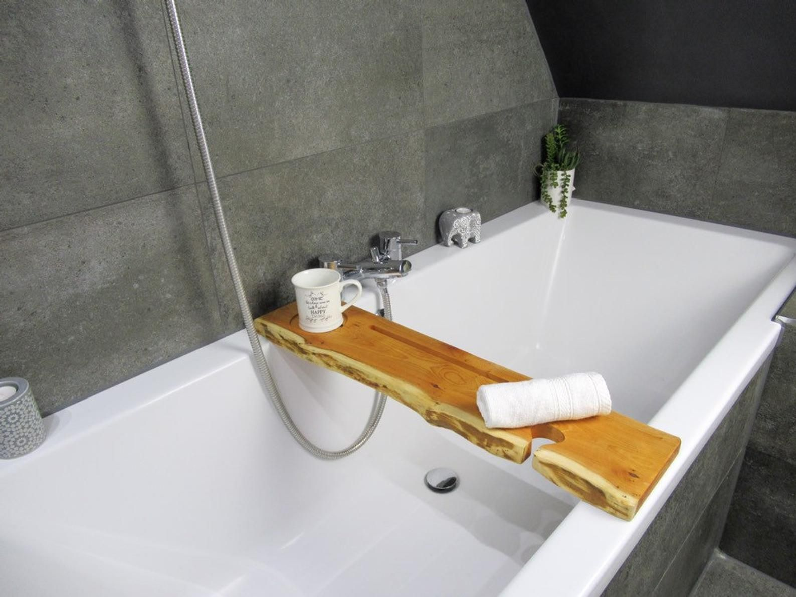Live Edge Solid Yew Bath Caddy Bespoke Rustic Bath Board Tray Tablet Holder Free Uk P P Rustikale Badezimmer Designs Badezimmer Design Design