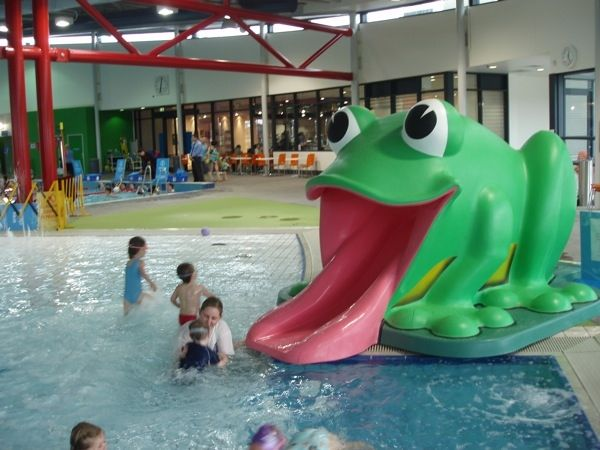 18 Amazing Swimming Pool Slides