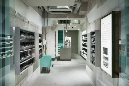 Aesop Kawaramachi par Torafu Architects - Journal du Design