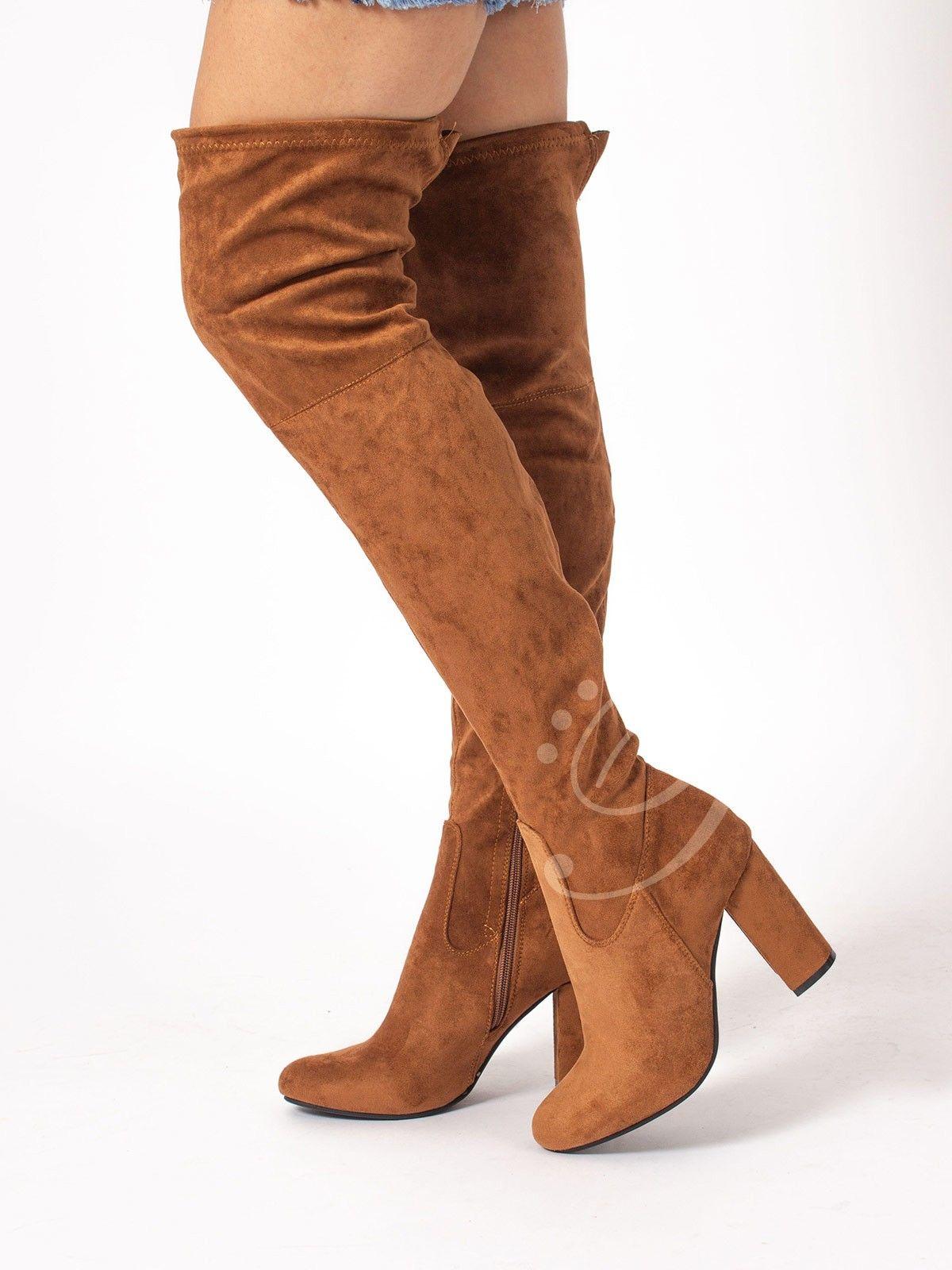 Bota Lyra Marrón - Bota mosquetera en antelina en color marrón. Cierre con  cremallera lateral 95a960fe0e08
