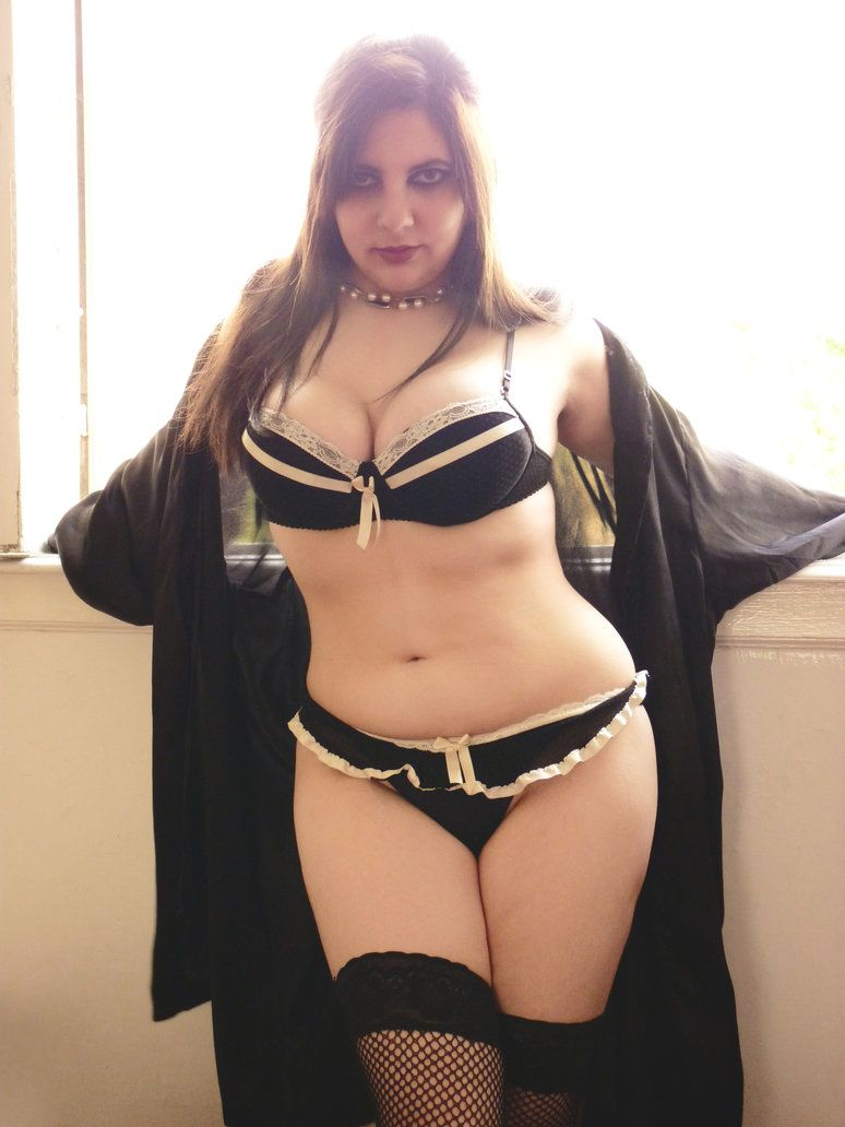 Lady Tod in Dessous