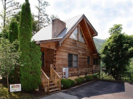 Relax and let your everyday worries melt away with a romantic Gatlinburg getaway to Love Nest!