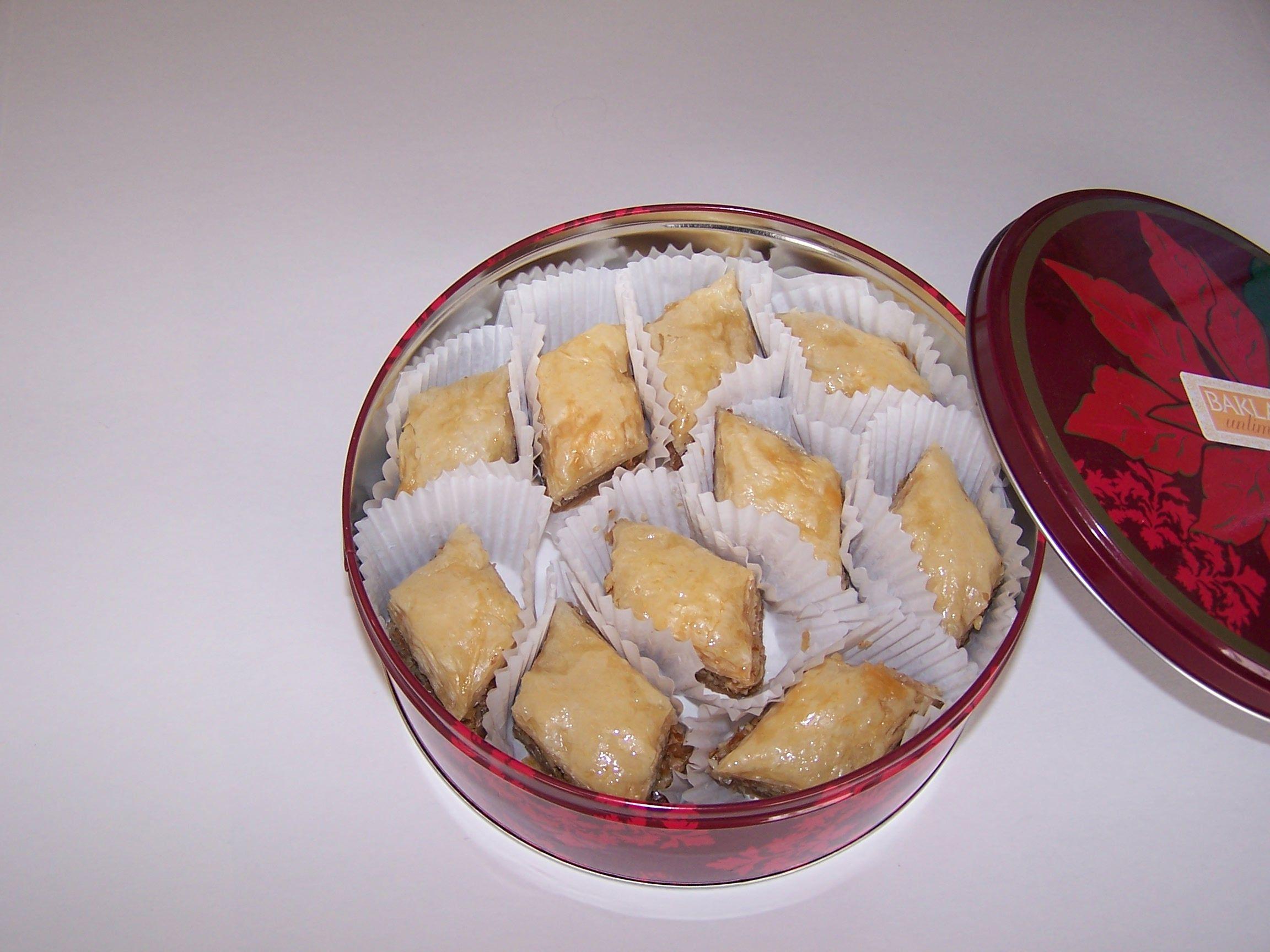 small tin of plain baklava