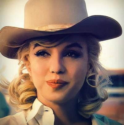THE MISFITS (1960) Marilyn Monroe on location in Nevada - Directed by John Huston - United Artists. #cowboysandcowgirls