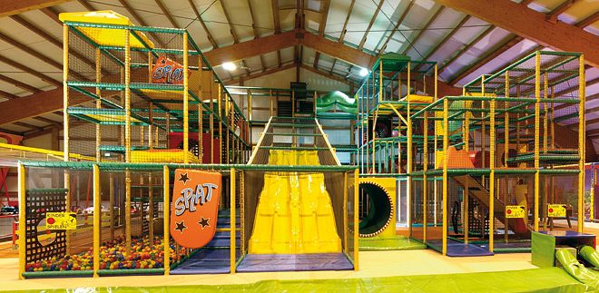indoor spielhallen indoorspielplatz ausfl ge mit kindern trampolino kinderzimmer. Black Bedroom Furniture Sets. Home Design Ideas