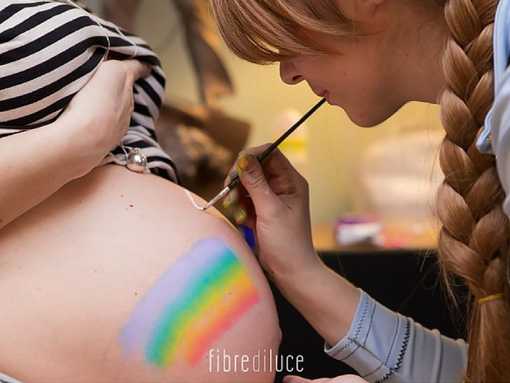 Belly painting al baby shower.